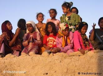 ثریا عزیزپناه: بپذیریم که کودکان انساناند و دارای حقوق شهروندی، و نه مایملک خانواده و پدر