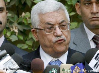 عباس يعلن عزمه إجراء الانتخابات الرئاسية والتشريعية في موعدهما المحدد دون انتظار التوقيع على اتفاق المصالحة مع حركة حماس