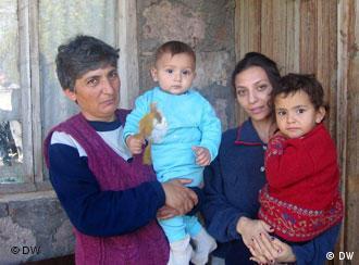 Auf Sich Allein Gestellt Frauenschicksale In Armenien Welt Dw 18 10 2007