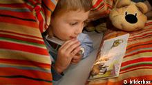 Symbolbild Lesen Kind Liest