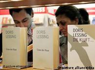 Los libros de Doris Lessing vuelan de los estantes en la Feria del Libro de Fráncfort.