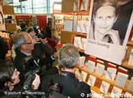 Tomó por sorpresa al mundo editorial la designación del Nobel a Doris Lessing.