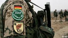 ** ARCHIV ** Bewaffnete deutsche ISAF Soldaten stehen am 20. Februar 2007, Wache bei der Eroeffnung einer medizinischen Einrichtung in Kabul, Afghanistan. Der Bundestag ist am Freitagmorgen, 12. Oktober 2007, zusammengekommen, um ueber die Verlaengerung des Bundeswehreinsatzes in Afghanistan um ein Jahr abzustimmen. Das Mandat umfasst die Teilnahme von bis zu 3.500 deutschen Soldaten an der ISAF-Mission zur Absicherung des zivilen Wiederaufbaus sowie den Einsatz von sechs Tornado-Flugzeugen. Es wird mit einer breiten Mehrheit der Koalitionsfraktionen und der FDP gerechnet. (AP Photo/Musadeq Sadeq) --- ** FILE ** German soldiers, part of the International Security Assistance force (ISAF) stand guard during the opening ceremony of a German-funded medical center project in the Deh Sabz district of Kabul, Afghanistan, Tuesday, Feb. 20, 2007. (AP Photo/Musadeq Sadeq)