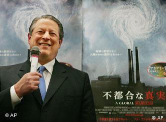 Al Gore bei der Präsentation seines Buches 'An Inconvenient Truth' in Tokyo', Foto: AP