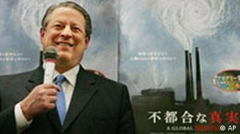 Gore at a book signing event to promote his book An Inconvenient Truth at a Tokyo book store