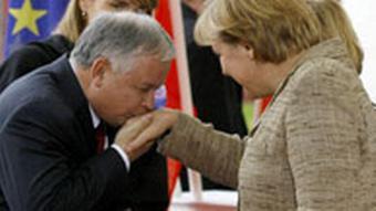Polish President Lech Kaczynski with German chancellor Angela Merkel