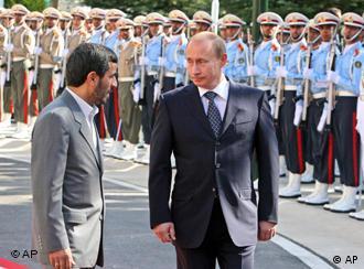 حضور ولادیمیر پوتین در تهران در اکتبر ۲۰۰۷ به منظور شرکت در اجلاس سران کشورهای حاشیه دریای خزر (عکس از آرشیو)