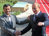 محمود  احمدینژاد در دیدار با ولادیمیر پوتین، نخست وزیر روسیه