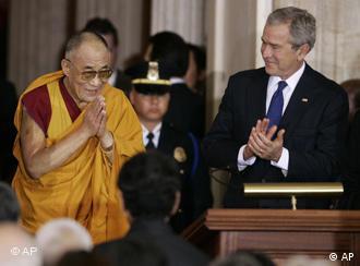 Bush und der Dalai Lama im Kongress, Quelle: AP