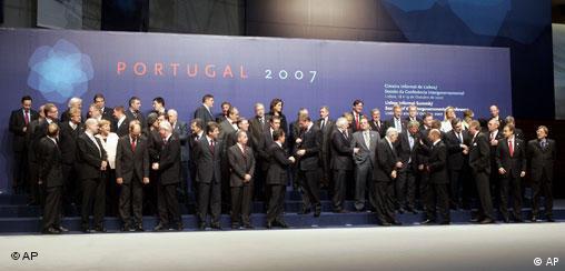 Portugal EU Gipfel in Lissabon Familienfoto Abschluß