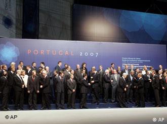 Foto de grupo en Lisboa: misión cumplida.