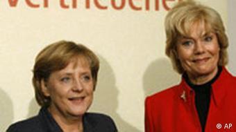 Канцлер Германии Ангела Меркель и председатель Немецкого союза изгнанных Эрика Штайнбах