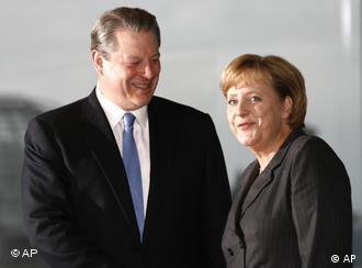 Al Gore y Angela Merkel en la cancillería alemana en Berlín.