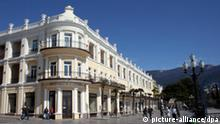 YALTA, UKRAINE. APRIL 5, 2007. Restaurant K. Valter on the Yalta Embankment. (Photo ITAR-TASS / Pavlishak Alexei) +++(c) dpa - Report+++