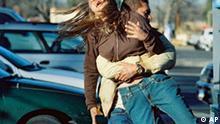 In einer Szene des Films 'Trade - Willkommen in Amerika' wird Veronica (Alicja Bachleda) von Manuelo (Marco Perez) verschleppt , auf einem vom Verleih Fox herausgegebenen Foto. Der Thriller um modernen Menschenhandel ist ab Donnerstag, 18. Oktober 2007, in den deutschen Kinos zu sehen. (AP Photo/Fox) ** NUR ZUR REDAKTIONELLEN VERWENDUNG IM ZUSAMMENHANG MIT DER BERICHTERSTATTUNG UEBER DEN KINOSTART DES FILMS BEI URHEBERNENNUNG FOX * NO SALES **
