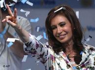 Cristina Fernández, esposa de Néstor Kirchner, fue elegida presidenta en octubre de 2007.