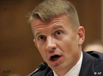 *** Philipp, US-Sicherheitsfirma Blackwater - eine Schattenarmee der Bush-Regierung? *** ** FILE ** Blackwater USA founder Erik Prince testifies before the House Oversight Committee on Capitol Hill in Washington in this Oct. 2, 2007 file photo. The State Department promised Blackwater USA bodyguards immunity from prosecution in its investigation of last month's deadly shooting of 17 Iraqi civilians, The Associated Press has learned. (AP Photos/Susan Walsh, File)