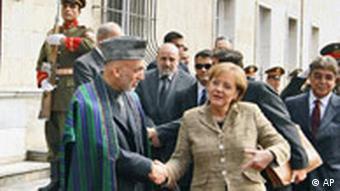 Bundeskanzlerin Angela Merkel in Afghanistan PK mit dem afghanischen Präsidenten Harmid Karzai