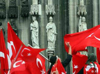 Turkish flags in front of the Cologne Cathedral