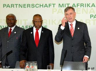 Köhler (right,) with President Armando E. Guebuza of Mozambique (far left) and President Festus G. Mogae of Botswana