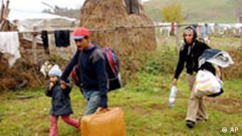Die Eltern des beschuldigten in ihrer Heimatstadt im zentralrumänischen Avrig (4.11.2007, Quelle: AP)