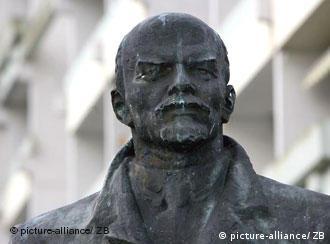К 90-летию Октябрьской революции памятник будет дополнен специальной информационной табличкой