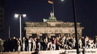 Brandenburger Tor beim Mauerfall am 09.11.1989