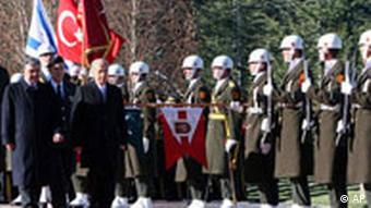 Israeli President Shimon Peres, right, and his Turkish counterpart Abdullah Gul review a guard of honour at the Cankaya presidential palace in Ankara, Monday, Nov. 12, 2007. Peres met with Gul on Monday for talks on Middle East peace, and was also scheduled to meet with Palestinian President Mahmoud Abbas during his three-day visit to Turkey.(AP Photo/Burhan Ozbilici)