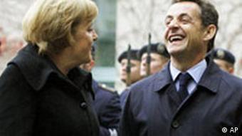 Deutschland Frankreich Präsident Nicolas Sarkozy in Berlin Angela Merkel