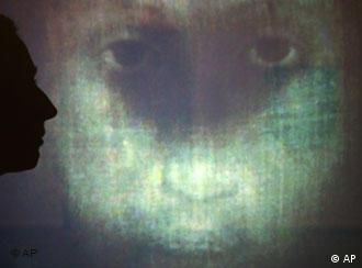 Videoinstalação 'Volto Santo'