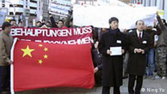 Demonstration gegen den Spiegel Bericht Die Gelben Spione in Hamburg China Deutschland