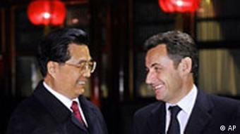 China's President Hu Jintao, left, shares a light moment with his French counterpart Nicolas Sarkozy, before dinner meeting at Diaoyutai state guesthouse in Beijing, China, Sunday, Nov. 25, 2007. Sarkozy begins a three day-state visit in China. (AP Photo/Eric Feferberg, Pool)