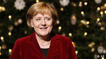 BdT Deutschland Angela Merkel vor Weihnachtsbaum im Kanzleramt