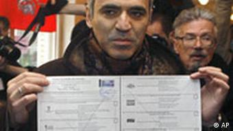 Former chess champ Kasparov crossed out all parties on his ballot