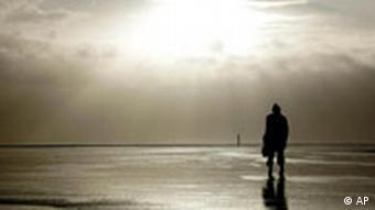 شوپنهاور کسی را کامیاب میداند که بتواند با گرمای درونی خویش در تنهایی بهسر برد