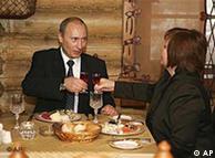 Владимир и Людмила Путины в одном из московских ресторанов