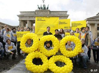 Amnesty International protestors infront of the Brandenburg Gate