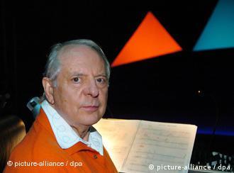Stockhausen durante ensaio em Donaueschingen (foto de 2004),