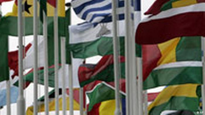 EU-Afrika Gipfel in Lissabon, Portugal Flaggen der europäischen und afrikanischen Nationen, die bei dem Gipfel vertreten sind Symbolbild