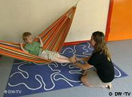 Autism کے نفسیاتی عارضے میں مبتلا بچوں کو بچپن ہی سے خاص توجہ کی ضرورت ہوتی ہے