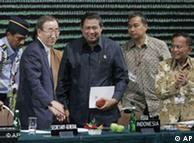 El secretario general de la ONU (izq.) llamó a la cordura.
