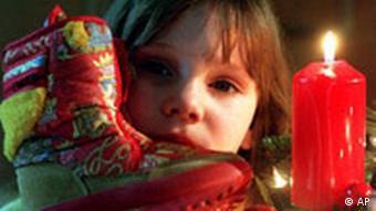 Symbolbild Weihnachten Kind Geschenke