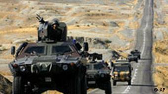 Türkei Irak Kurdistan türkische Truppen auf dem Weg zur Grenze