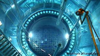 Blick in den für den Brennelementewechsel geöffneten Reaktor-Block Nummer zwei des Kernkraftwerks Philippsburg bei der jährlichen Revision (Foto: dpa)