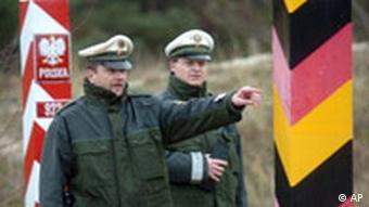 German border guards at the Germany-Poland border