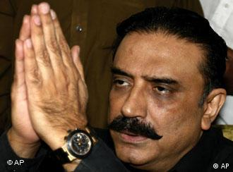 Benazir Bhutto's widower Asif Ali Zardari has accused the government of rigging the vote