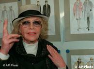 Knef em 1996, ao apresentar ideias de roupas para mulheres com mais de 40 anos