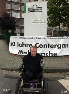 Víctimas de talidomida en Alemania reclaman aumentos de pensiones.
