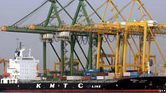 VAE Dubai Hafen in Dschabal Ali Container Schiff