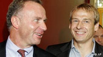 Juergen Klinsmann, right, with Bayern Munich's CEO Karl-Heinz Rummenigge